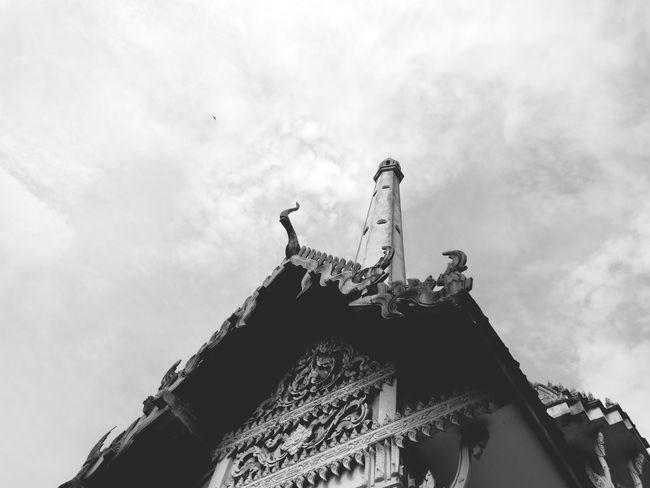 Thai temple architecture in monochrome Buddist Temple Buddism Thai Wat Monochrome Thailand City History Sky Architecture Building Exterior Cloud - Sky Built Structure Place Of Worship Temple Religion Temple - Building Buddhist Temple Tower Church
