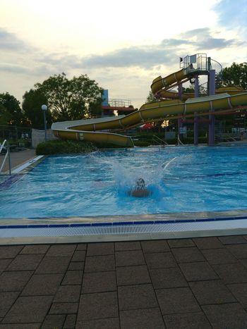 Das Gefühl beim Aufprall wenn man ins Wasser springt ist das unbeschreiblichste. Water First Eyeem Photo