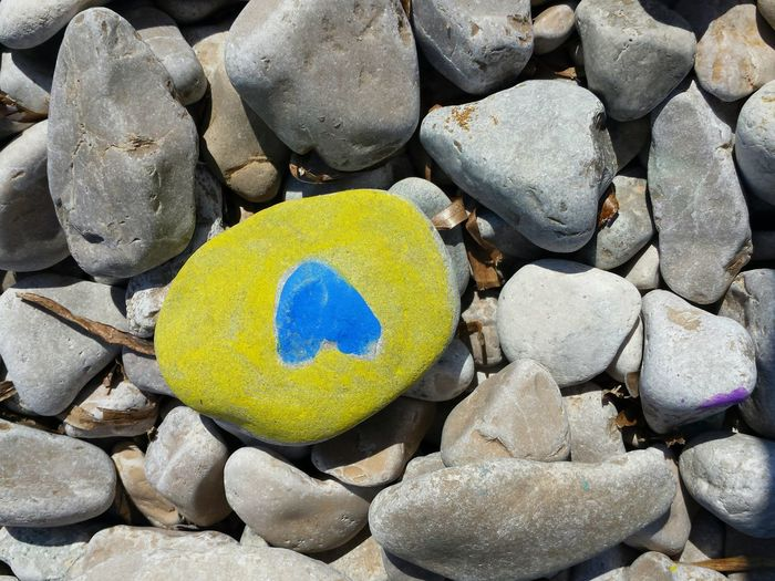 No People Outdoors Multi Colored Day Beach Stones Photography Bildfolge Still Life Blue Detail Yellow Heart Shingle Holydaystime Creative Painting Symbol Of Love