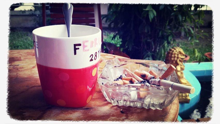 2 สิ่งที่มิอาจขาดได้ ทุเช้าต้องมีคือ กาแฟ+บุหรี่