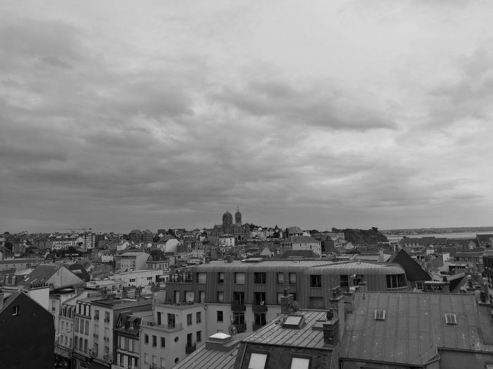 Un présent passé Granville France Architecture Building Exterior City Cloud - Sky Built Structure Outdoors Sky Apartment Cityscape Normandie, France Black & White France PhotosRoof City Rooftop Past EyeEm Selects EyeEmNewHere
