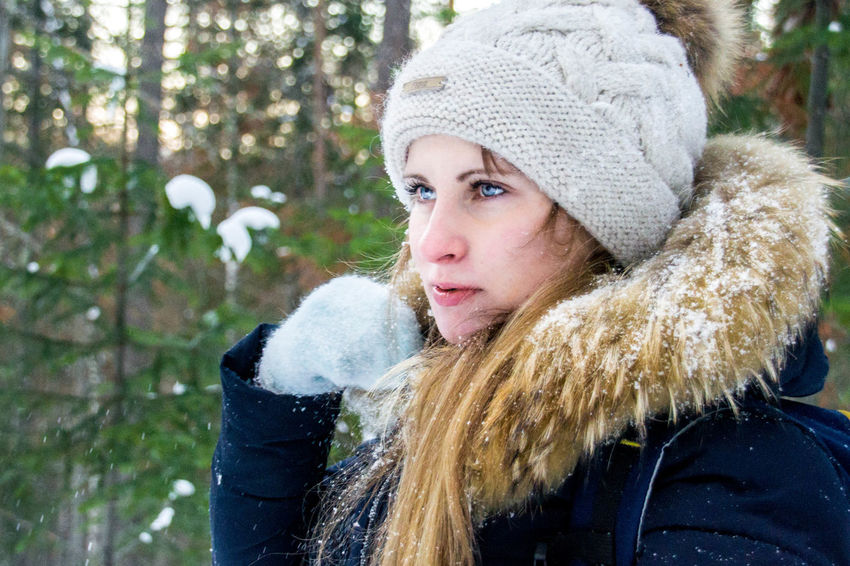 Beautiful Siberia Siberiana Mujer Rusa Russian Woman Guapa Eyes Ojos Retrato Forest Bosque Sno W Nieve Scarf Knit Hat Snow Young Women Young Adult Day Portrait Outdoors Beautiful Woman Only Women Nature One Woman Only Adult