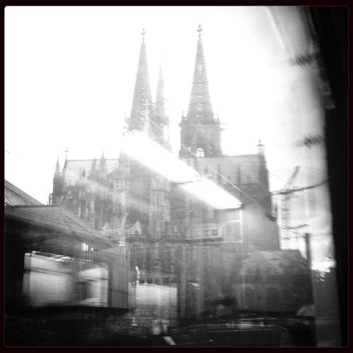 Was macht mich wohl katholischer: der tägliche Blick auf den Kölner Dom oder eine Woche im Volontariat ?