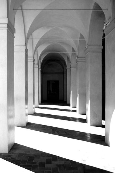 Shadows Architectural Column Arch Architecture Built Structure Indoors  Travel Destinations No People Blackandwhite Photography Monochrome Photography Black And White Architecture Alhambra De Granada  Eurotrip Europe Trip