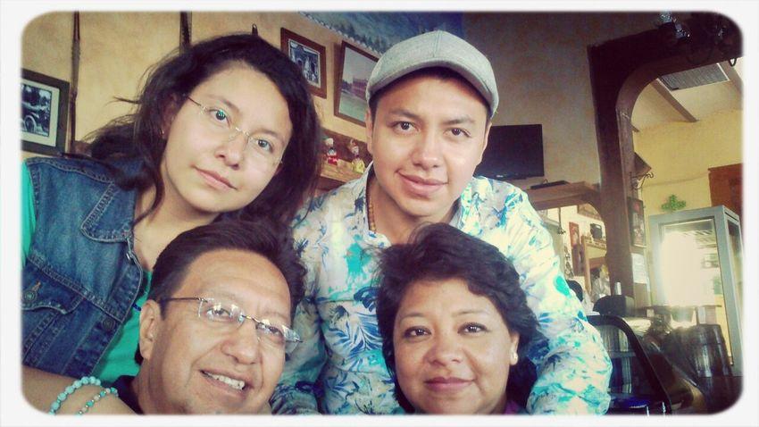 Mi hermosa familia <3 Son todo lo que tengo y no pido mas, me siento tan agradecido con la vida y con dios <3