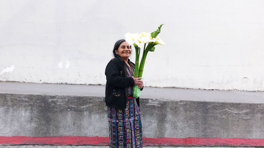Indian woman in the city of Antigua. Guatemala. Woman with flowers. 03/27/2019 Women In Antigua Indian Women Women Portraits Women Who Inspire You women around the world Antigua Antigua Guatemala Guatemala One Person Standing Wall - Building Feature Women Lifestyles Flower International Women's Day 2019 Real People Young Adult The Art Of Street Photography