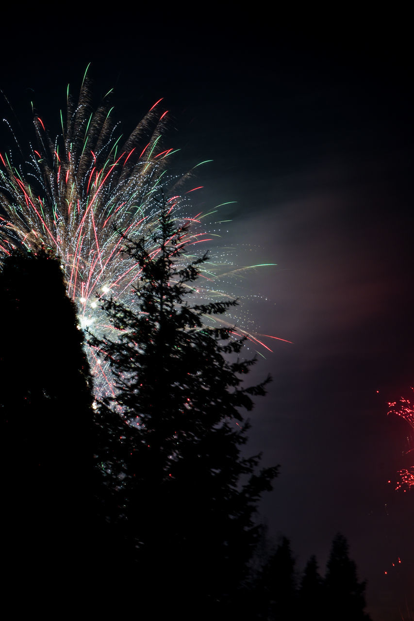 LOW ANGLE VIEW OF FIREWORKS DISPLAY AT NIGHT
