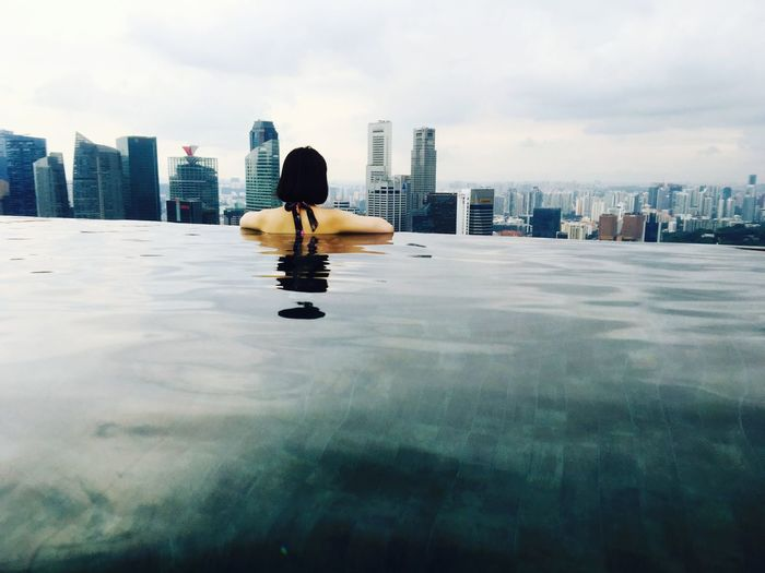 수영장 마리나베이샌즈 싱가폴 싱가포르 수영 배경 옥상 흐림 City Cityscape Urban Skyline Water Skyscraper Modern Reflection Business Finance And Industry Sky Architecture Swimming Pool Hotel Hotel Suite Hotel Room Poolside Pool
