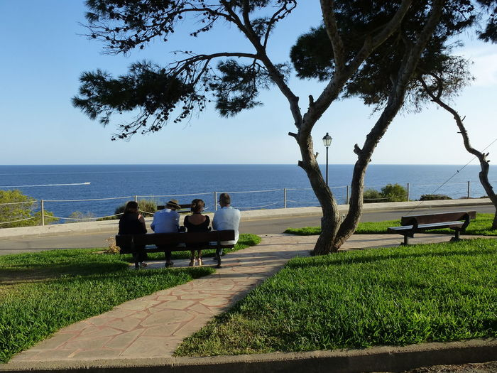 Bench Friends Friendsip Horizon Over Water Mallorca SPAIN Sunset Talking To The Sea Togetherness Tranquil Scene