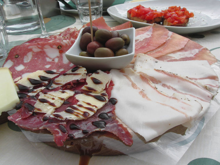 Platter of cold cuts with rustic ham prosciutto, salami, lard, cheese and olives . Tuscany, Italy Antipasti Appetizers Bacon Balsamic Vinegar Cheese Cold Cuts Cutting Dinner Fat Ham Lard Meal Olives Platter Pork Prosciutto Rustic Salame Salami Salt Salumi SLICE Snack Starter Tuscany