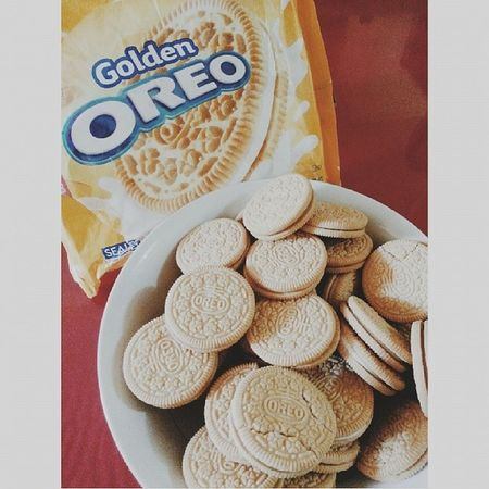 It's not really even summer yet and i'm gaining weight. Just exactly as I predicted. Thank you for helping, Golden Oreos. ♡ / VSCO Vscocam Vscocamph Food gold oreo