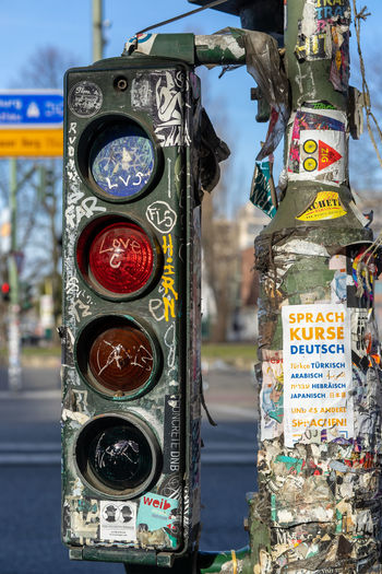 urban communication style ;-) Streetwise Photography Street Photography Kreuzberg Friedrichshain Traffic Lights Stop Light Communication Modern Urban Streetart Red Light Marketing Announcement Text Day City Focus On Foreground Close-up No People Architecture Western Script Guidance Choice Street Outdoors Multi Colored Script Variation Push Button Non-western Script Sign Art And Craft