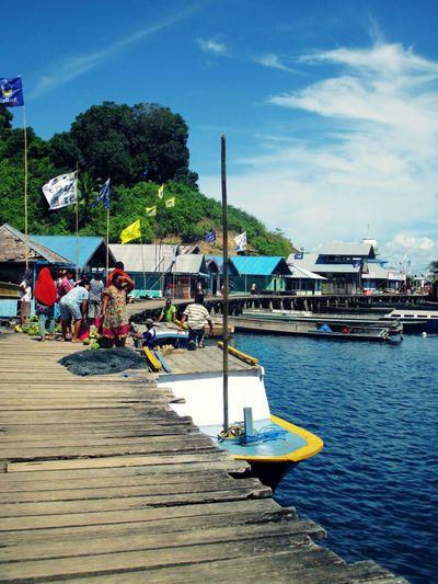 Longboat Port Indonesia_photography Indonesian Cultural Visit Indonesia Halmahera Selatan Traditional Transportation Halmahera Long Boat Pesona Indonesia Daily Life