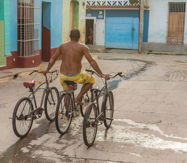 Bicycle Bike City Cuba Cycling GoodTimes Lifestyles Men Outdoors Rear View Skill  Skills  Street Street Photography Streetphotography Three Is The Magic Number Throwback Transportation Urban Urban Exploration Urbanphotography