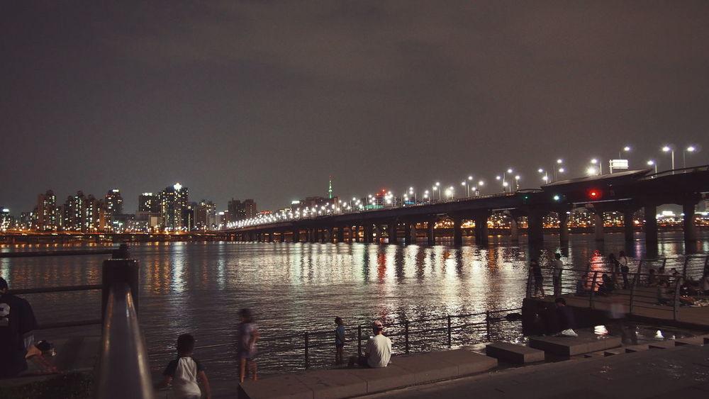 🌆🛳 Hangang River Seoul Korea Bynigth Epl5 Studyabroad Citylights Travel Traveling VSCO Wanderlust Enjoying Life Hello World