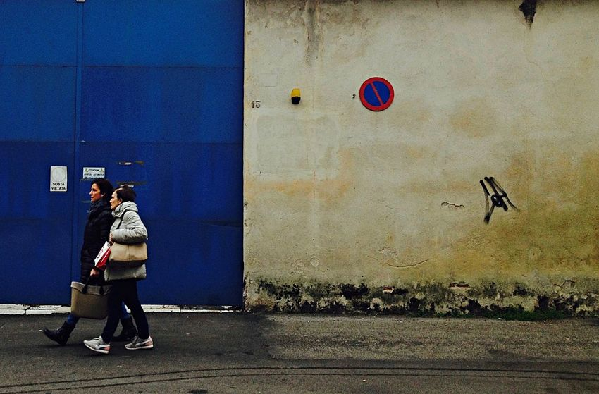Street life, Vicenza, Italy Backgrounds Italy People Street Life Street Life Architecture Streetphoto_color Streetphotography Wall Wall - Building Feature