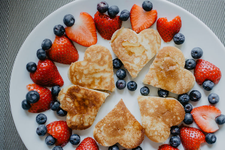 Berries Food With Love Pfannkuchen Valentine's Day  Ahornsirup Close-up Day Dessert Food Food And Drink Freshness Heart Shape Indoors  Indulgence Lovely No People Pancake Day Pancakeday Pancakes Ready-to-eat Still Life Strawberry Sweet Food Temptation Valentinstag