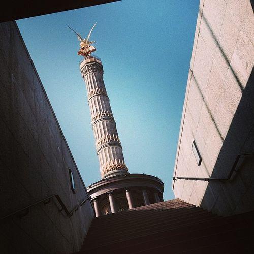 Aus dem Tunnel zur Siegessäule Berlin Siegessäule  Victorycolumn