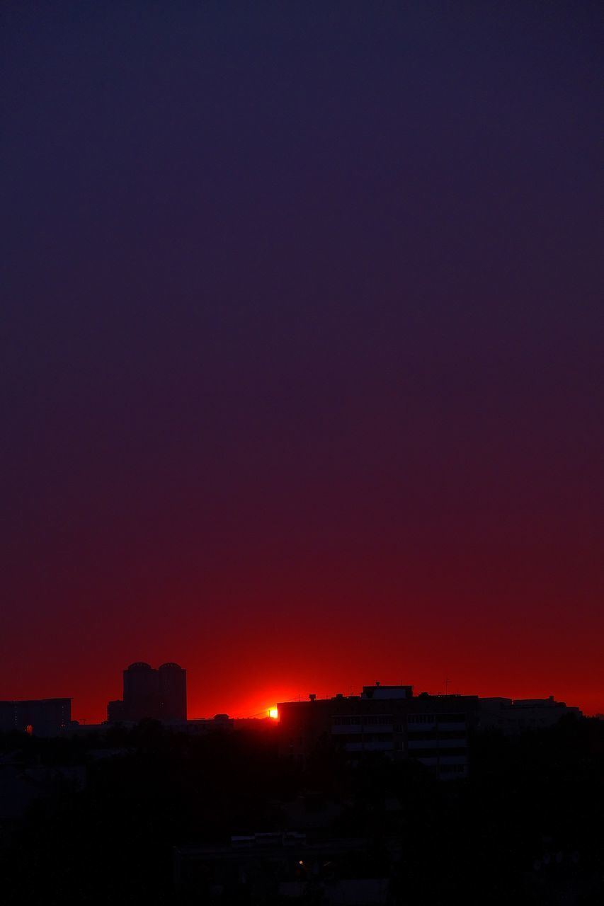 architecture, sky, building exterior, sunset, built structure, city, orange color, building, copy space, nature, no people, beauty in nature, outdoors, silhouette, clear sky, cityscape, residential district, red, scenics - nature, illuminated, romantic sky