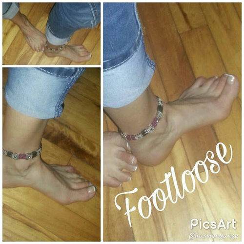 My feet. Footloose ! One step at a time. Feet Footloose One Step At A Time One Foot Forward Pose Toes Toenails Pedicures  French Pedicure! Ankle Bracelet Ankles Body Part Beauty First Eyeem Photo Quebec, Canada Harmony Roots Sherbrooke Foot On The Floor