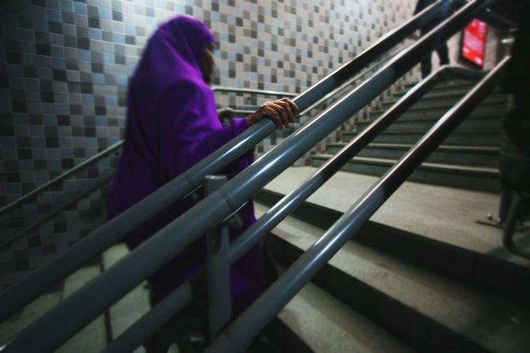Antwerpen Belgium Benelux Black And White City City Life Islam Kacper Kubiak Lila Muslim Ontwerp Purper Violet Purple Stairs Streetphotography Woman Women