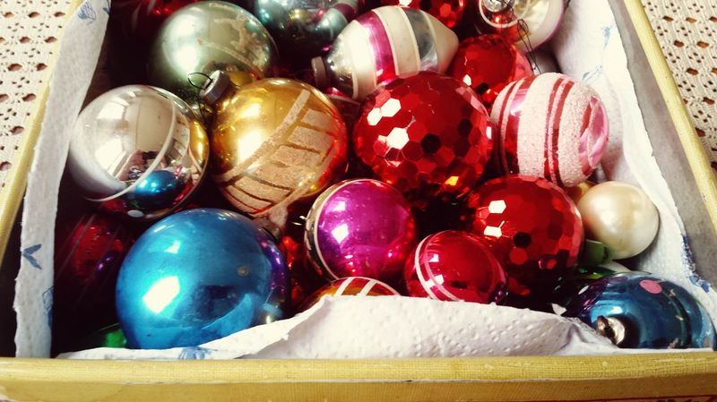 Interior Decor Eye4photography  1950s Pink Reflection Christmas Decorations Christmas Baubles Christmas Time Eyeem Christmas Christmas Shiny Tin Vintage Decor Vintage Christmas Decorations Vintage Baubles Vintage Composition Product Photography Colourful Perfect Match Picturing Individuality Learn & Shoot: Simplicity Baubles Geometric Shapes Showcase: November