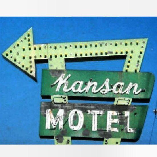 Kansan Motel - Belleville Kansas Signswitharrows Signgeeks Signstalkers Rous_roadsigns heyfred_lookatthis rsa_vintage rsa_rural royalsnappingartists