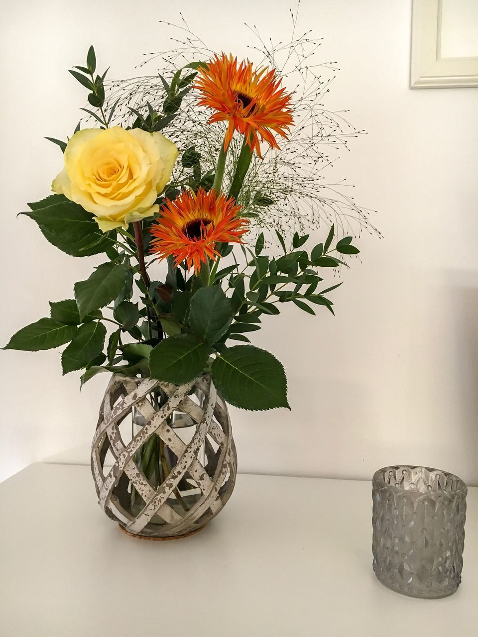 flower, flowering plant, plant, vase, table, nature, flower head, freshness, indoors, beauty in nature, flower arrangement, fragility, decoration, vulnerability, inflorescence, close-up, no people, leaf, petal, plant part, bouquet, bunch of flowers