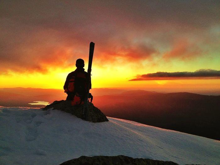 #FF #FotoFriday Para @69vagamundos @Lorentzero @zampus @marta_olass #esquídemontaña #skimo #skimountaineering #Peñalara  #dynafit #mountain #ilovemountains #training #gasss #DynaTour #Ascent #Regram #skinning #Dynafitting #SuuntoAmbitions #primavera #spri