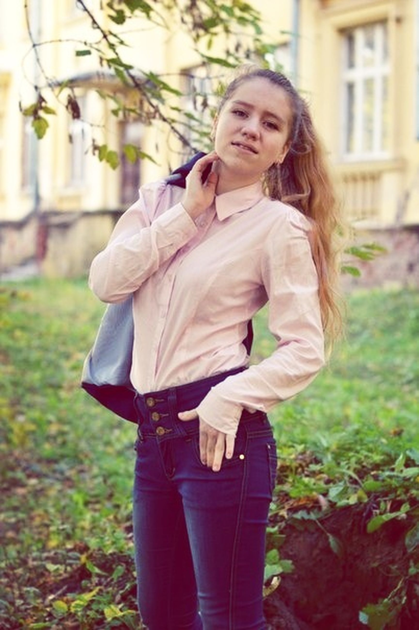 person, casual clothing, lifestyles, grass, three quarter length, young adult, leisure activity, young women, focus on foreground, standing, full length, smiling, field, park - man made space, long hair, front view, waist up