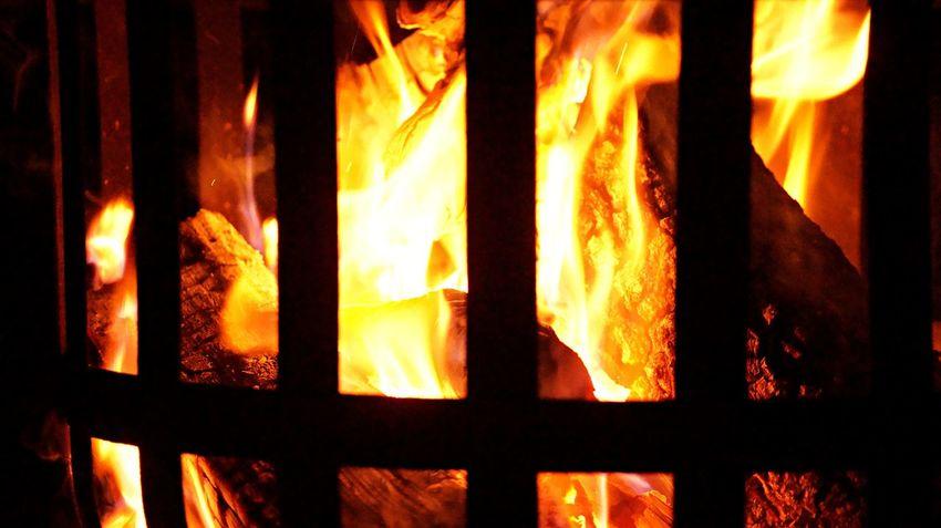 Burning Close-up Domestic Room Flame Heat - Temperature Illuminated Indoors  Night No People Fotografie