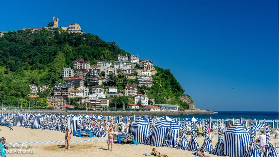 Idealistic beach cabanas, Playa de la Concha, Donostia-San Sebastián. Beachgoers Seascape Photography Seascape Blue Sky Idyllic Beach Idyllic Fun In The Sun Sand Sandy Beach Sunbathing Sea And Sky Ocean Sky Outdoors Clear Sky Beach Water