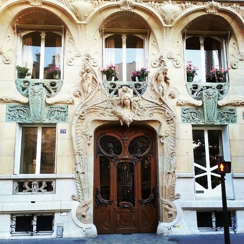 Ok Cornish alum, who remembers this building from History of Design and Interiors with Hotie? Paris ArtNouveaux CurvalinearArtNouveaux Design history