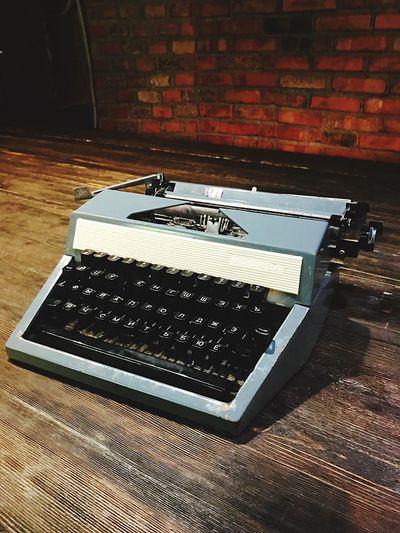 Table Indoors  Technology No People Typewriter Desk Keyboard Close-up Day Writing Writer TypeWriters