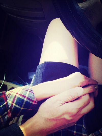 君に会いに行けば いつも君の隣に座って 手を繋げる事が嬉しいよ Love Story