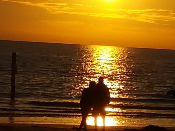 Silhouette Sunset #sun #clouds #skylovers #sky #nature #beautifulinnature #naturalbeauty #photography #landscape Romantic Romance SunsetWatchers