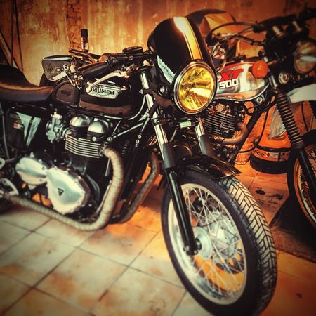 Triumph Motorcycle Old-fashioned 500xt thruxton