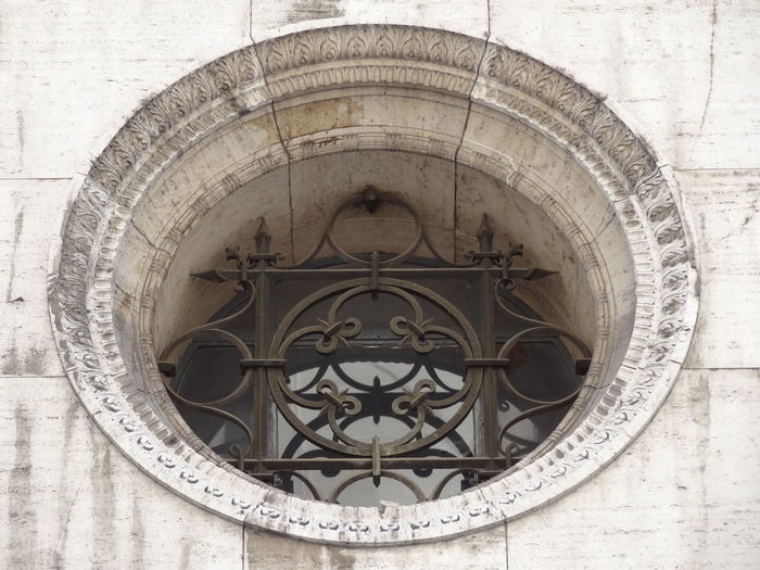 Architecture Building Exterior Built Structure Close-up Day Low Angle View Microcentro Microcentroporteño No People Outdoors Rose Window Window