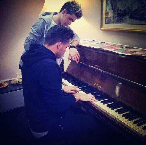 Onedirection Onedirection #harrystyles #niallhoran #zaynmalik #louistomlinson #liampayne #tagsforlikes #1d #directioner #1direction #niall #harry #zayn #liam #louis #leeyum #djmalik #iphonesia #hot #love #cute #happy #beautiful #boys #guys #sexy #pretty #perfection # Niall <3 Liam Payne
