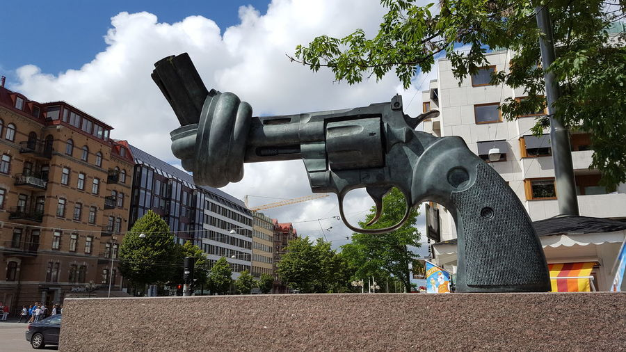 Non-violence sculpture by Swedish artist Carl Fredrik Reuterswärd in Gothenburg Architecture Art Is Everywhere Bronze Sculpture Building Exterior Built Structure City Cloud - Sky Day EyEmNewHere EyeEm Best Shots EyeEm Gallery EyeEm Best Edits Beauty In Nature Eyemtravel Low Angle View No People Non-Violence Outdoors Sky Streetart Tree