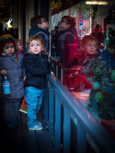 Праздник к нам приходит!!! Child Boys Children Only Christmas People Outdoor Photography Париж EyeEm Best Shots EyeEm Gallery Paris, France  Capture The Moment EyeEmBestPics I Love My City Street Outdoors рождество