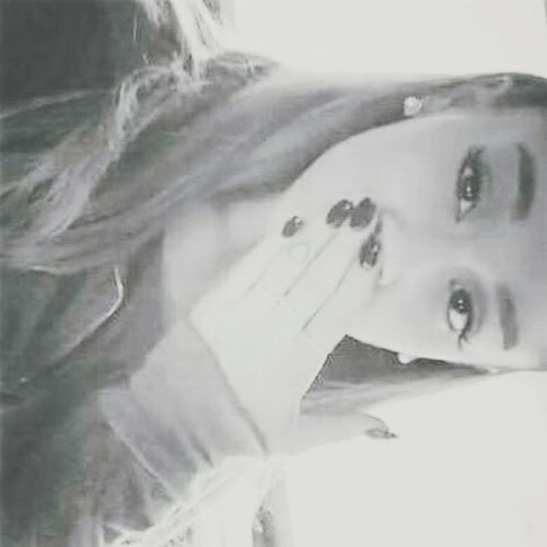 Arianagrande is so perfect it hurts ❤💋