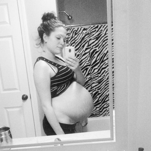33 weeks today Stomachdropped Almosttime  Twins Cantwaittomeetyougirls