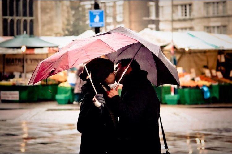 Rainy Days Street Photography Kissing In The Rain