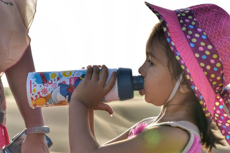 Drinking Water Desert Tourist EyeEm Selects Human Hand Young Women Multi Colored Headshot Portrait Side View Women City Close-up Self Portrait Photography Photography Themes Camera - Photographic Equipment Digital Single-lens Reflex Camera Self Portrait Camera Selfie Bangle Photo Messaging Photographing Cellphone #urbanana: The Urban Playground Be Brave Holiday Moments Human Connection Moments Of Happiness It's About The Journey