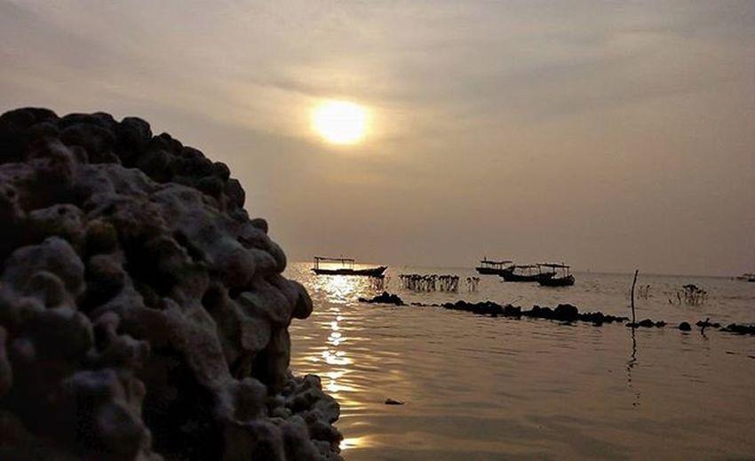 Sunrise di pulau pari Kofipon Pulaupari KepulauanSeribu Sunrise Infinixhotnote Infinix MyAdventure MyAdventure Photooftheday BeautifulIndonesia Iloveindonesia Traveller