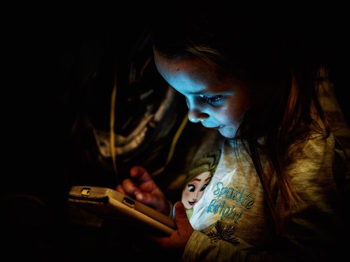 Dark Child Sitting Headshot Females One Person Technology People Close-up Focus On Foreground Lifestyles Focused Olympus OM-D E-M5 Mk.II Olympus Shootermag Mobilemag Selective Focus Human Hand Light Lighting Equipment Smartphone Touching Hand Low Key Illuminated