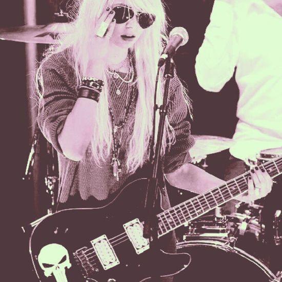 Taylormomsen <3 Theprettyreckless Girl Sexy Guitar Rock You