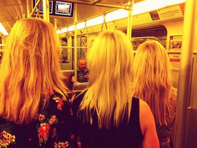 Three shades of blond - and a matching pole. Rear View Blond Hair Medium-length Hair Bonding Young Women Commuting Matching Friendship Goals Ubahn Berlin Dutch Girls Togetherness Public Transportation Standing