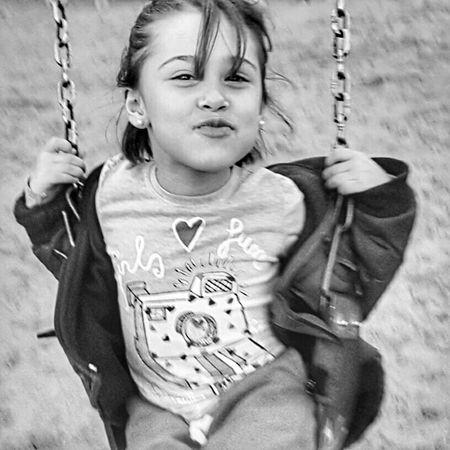 la mas hermosa de todas Sonrisa Smile Happy Kiss Litlegirl Kidsphotography EyeEm Best Shots - Black + White People People Photography EyeEm Best Shots